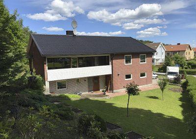 Villa i Göteborg med svart ny målat tak