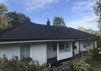 svartfärgade takpannor