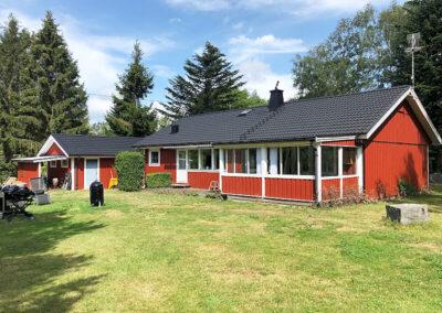 Svart takmålning i Varberg